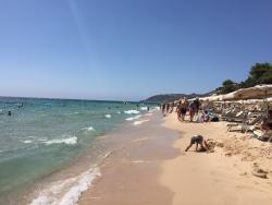 Пляж и территория очень красивые