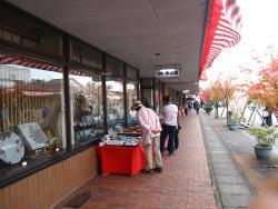 متاجر الهدايا والسلع المتخصصة