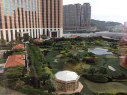 Huge hotel but fun