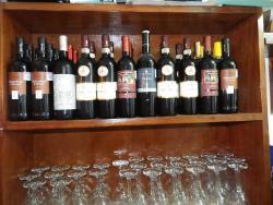 Enjoy our wines, disfruta nuestro vino tinto y diferentes bebidas