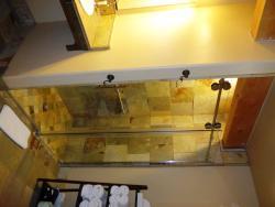 Maverick bathroom