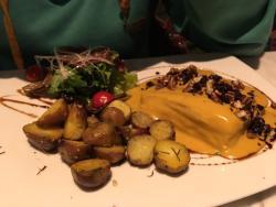 Cena increíble en Saqra. Para visitar sin dudarlo