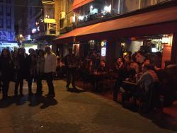 Kutu Cafe & Pub