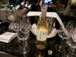 夕方からラウンジではワインやウォッカも飲み放題でした。