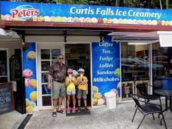 ‪Curtis Falls Lolly Shop and Ice - Creamery‬