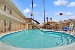 Super 8 Los Angeles-Culver City Area