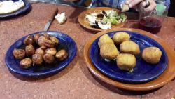Croquetas de cetas y chorizo frito