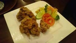 鳥の唐揚げ、日本と同じ味、酒の肴にどうぞ。