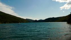 Vue sur le lac de Castillon depuis Saint Julien du Verdon