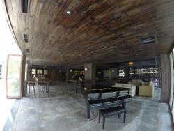 Staff yang ramah, kamar yang luas dan free shuttle ke Pantai Jimbaran