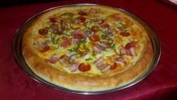 Pizza Delfines Borde de Queso