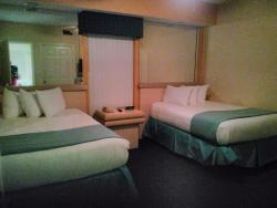 2nd bedroom with full size beds