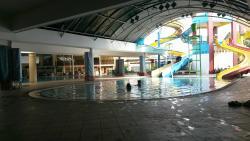 Kolam renang tidak hanya untuk yang nginap di  hotel juga terbuka untuk umum