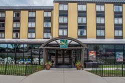 Quality Hotel & Suites At the Falls