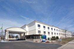 Holiday Inn Express Brookpark - Cleveland Airport