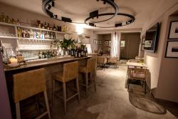 Uve Rooms and Wine Bar