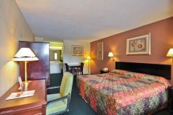 Country Hearth Inn & Suites Atlanta / Marietta and Banquet Hall