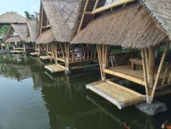 Pretty location overlooking Rice Fields with good food