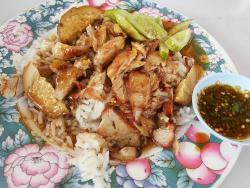 Khao Moo Daeng Moo Grob Hong Yok