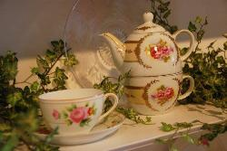 Teapots & Treasures Cafe