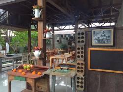 Pomelo Cafe Bali