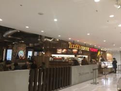 Tully's Coffe With Marlowe Lusca Chigasaki