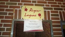 Schild im Bereich Sauna - hängt schon lange