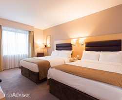 The Standard Twin Room at the Holiday Inn London - Brentford Lock
