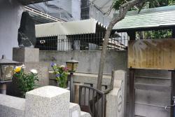 Grave of Chikamatsu Monzaemon