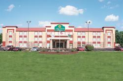 La Quinta Inn & Suites O'Fallon, IL - St. Louis
