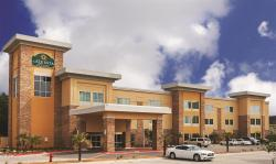 ‪La Quinta Inn and Suites Beeville‬