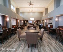 Breakfast Area at the Hampton Inn & Suites Minneapolis - St. Paul Airport