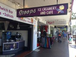 ‪Scoops Ice Creamery and Cafe‬