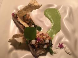 Merluza con Vichyssoisse de berros, almendra y dados de calamar.