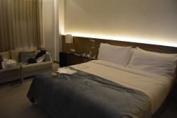 Perfekte Lage, Service muß besser werden, Zimmer sehr klein, aber schön