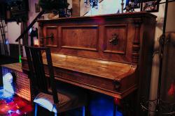 пианино в ресторане