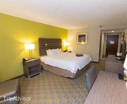 The Standard King Room at the Hampton Inn Myrtle Beach - Northwood