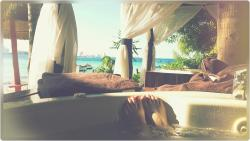 Beachfront Cabana Jacuzzi