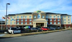 Holiday Inn Express & Suites Lexington Park-California