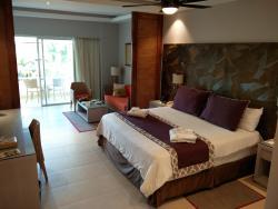 Pool-view suite