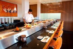O balcão de cara com o sushiman