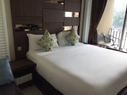 March Hotel