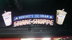 Restaurante com Burger., lanches e sorvetes. Bom preço e ótimo sorvete.