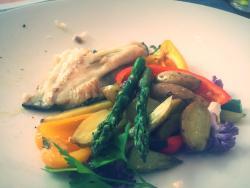 Fantástico pescado del día con verduras