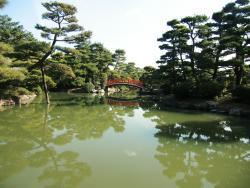 観月橋の見える庭園