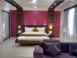 Excellent location, friendly staff, beautiful rooms, 3 star service