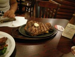 We ordered the dinner set including the 500g steak, sukiyaki chicken with ribs for three people