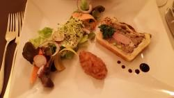 """Accueil très charmant mais cuisine décevante qu'on ne peut appeler """"gastronomie""""."""