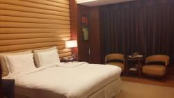 Great hotel, service and dining