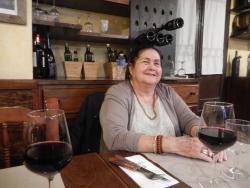 exelente paella exelente vino exelentes personas con una camarera que es un amor muy profesional